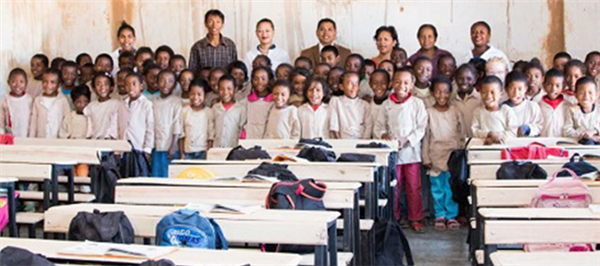Vivo Energy Madagascar fait don de tables bancs aux six écoles de la commune rurale d'Anosiavaratra
